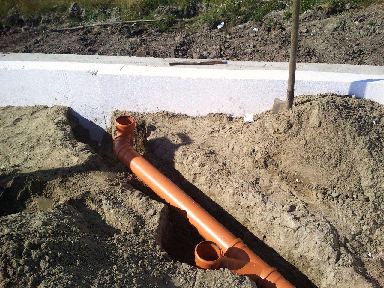 Как прокладывать канализацию в монолитном фундаменте?