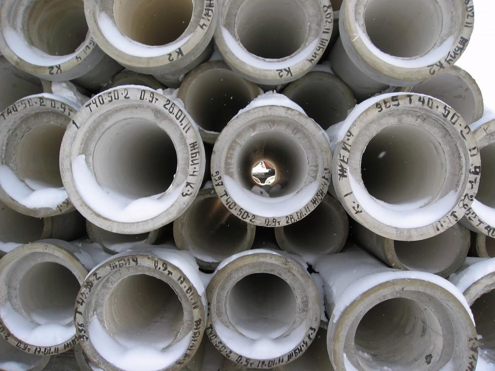 Как монтируют канализационный бетонный трубопровод?