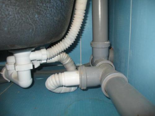 Почему возникает шум в канализации?