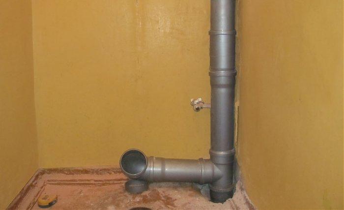 Где устанавливается канализационный стояк в частном доме?