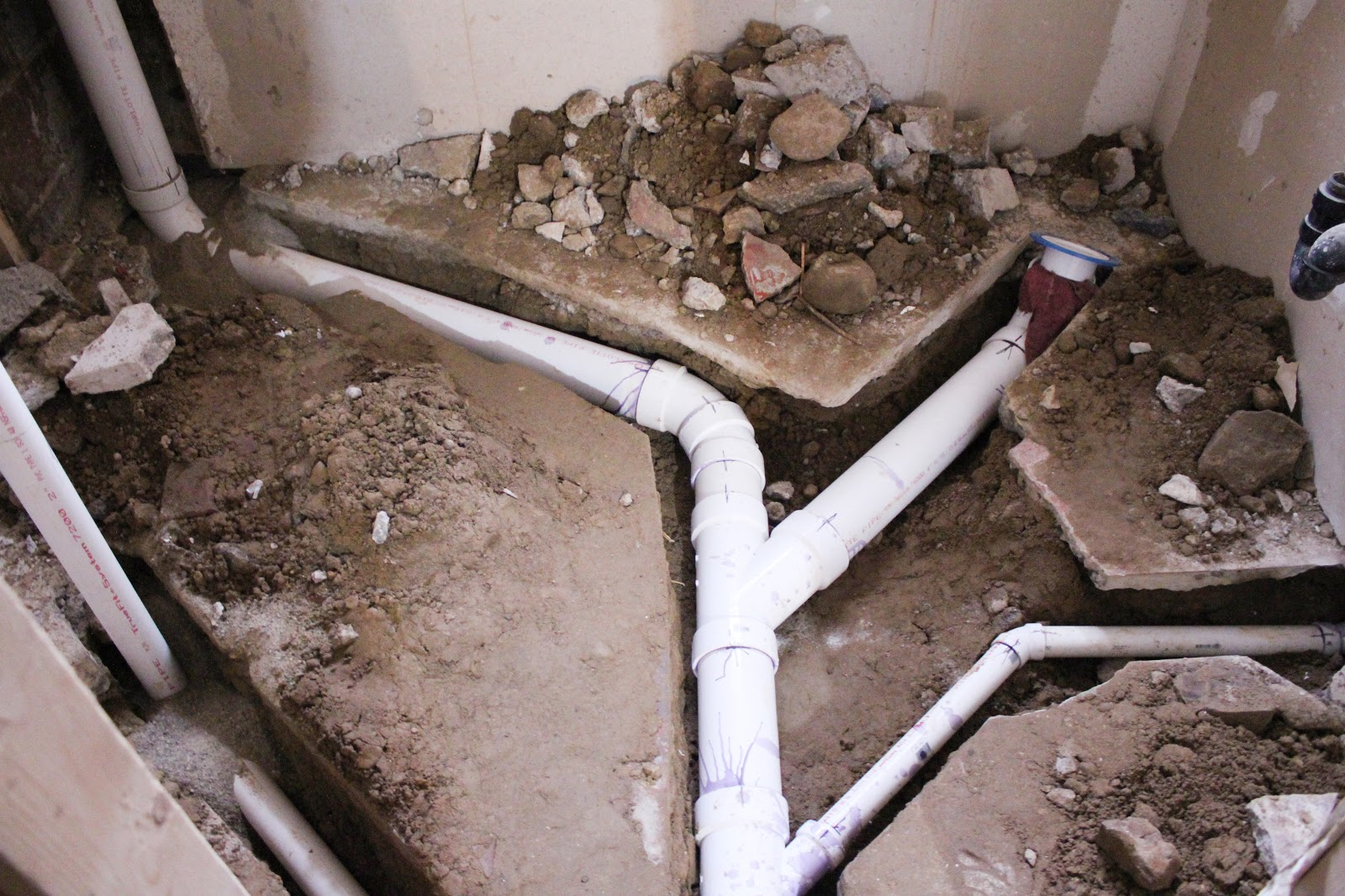 Укладка канализационных труб в доме