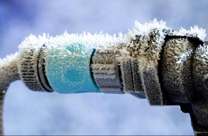 Что делать, если замерзла вода в трубах?